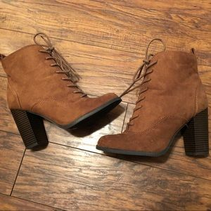 Express size 8 suede